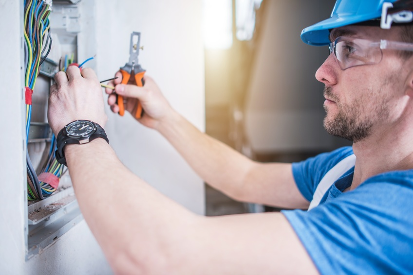 New Homeowner 101: When To Call An Electrical Contractor